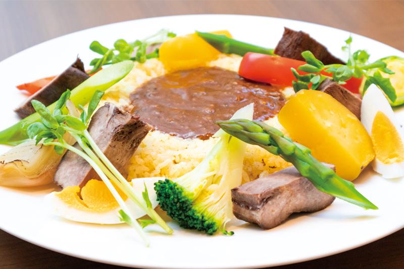 牛たんと煮込み彩り野菜のスパイスカレー
