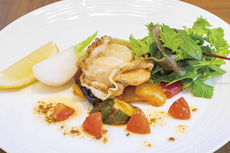 北海道産活ほたて貝のムニエル焦がしバターソース